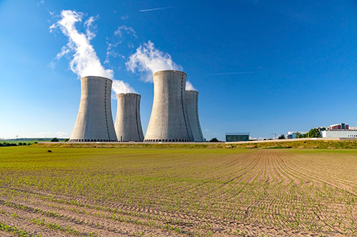 Nuclear power facility which utilizes ultrasonic testing